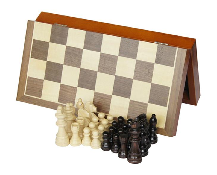 Staunton style pieces chess set